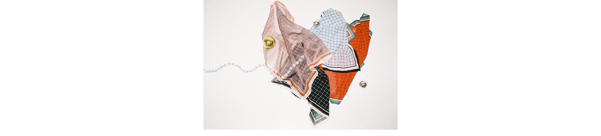 モノグラムスカーフ