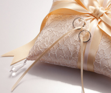 リングピロー〔ドラマティックリボン・シャンパン〕手作りキット|サテンリボンの光沢とキラキラと揺れるドロップビーズ|結婚式演出の手作りアイテム専門店B.G.
