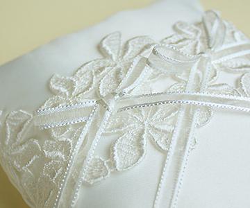 リングピロー〔プルメリアブルーム〕手作りキット|純白のリングピローです|結婚式演出の手作りアイテム専門店B.G.
