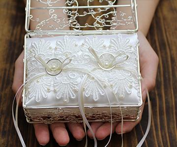 リングピロー〔カノングランデ〕手作りキット|リングベアラーも運びやすいスクエア型ボックス|結婚式演出の手作りアイテム専門店B.G.