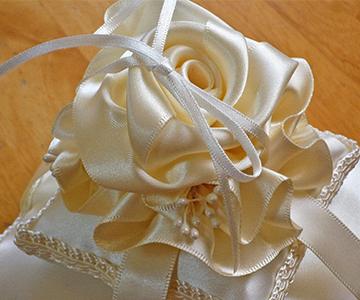 リングピロー〔ベールローズ〕手作りキット|ローズに付いたリボンに指輪を掛けて使用します|結婚式演出の手作りアイテム専門店B.G.