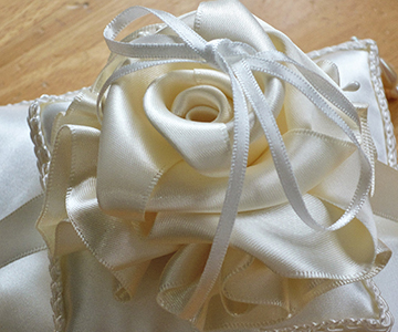 リングピロー〔ベールローズ〕手作りキット|バラの花びらの中にリングをそっと忍ばせる|結婚式演出の手作りアイテム専門店B.G.