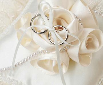 リングピロー〔ローズスクエア〕手作りキット|サテンリボンのバラに、パールビーズで装飾|結婚式演出の手作りアイテム専門店B.G.
