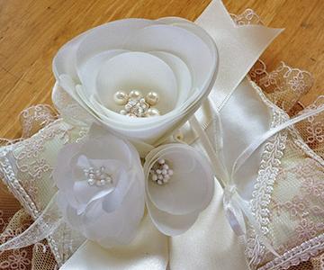 リングピロー〔カメリア〕完成品|手作りならではの温かみ|結婚式演出の手作りアイテム専門店B.G.