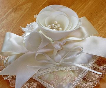 リングピロー〔カメリア〕完成品|大切な方へのプレゼントにもご利用いただいています|結婚式演出の手作りアイテム専門店B.G.