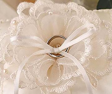 リングピロー〔ブーケレース〕手作りキット|フラワーの真ん中に指輪を留めます|結婚式演出の手作りアイテム専門店B.G.