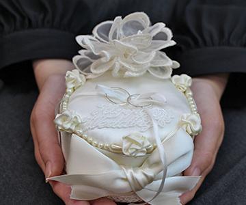 リングピロー〔リボン〕完成品|存在感はあるけど小っちゃな手のひらサイズス|結婚式演出の手作りアイテム専門店B.G.