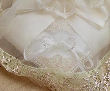 リングピロー〔ブーケリボン〕完成品|ベールから透けて見えるリングも神秘的|結婚式演出の手作りアイテム専門店B.G.