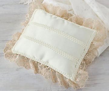 リングピロー〔フリル長方形〕アレンジキット|一針ごとに丁寧に縫いあげました。|結婚式演出の手作りアイテム専門店B.G.