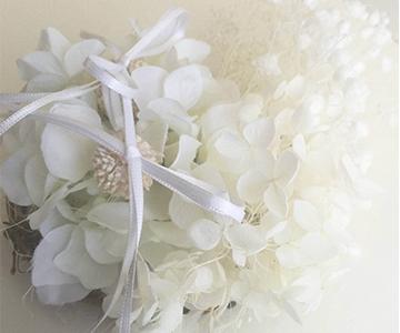 リングピロー〔かすみ草〕完成品 プリザーブドフラワーを使用 結婚式演出の手作りアイテム専門店B.G.