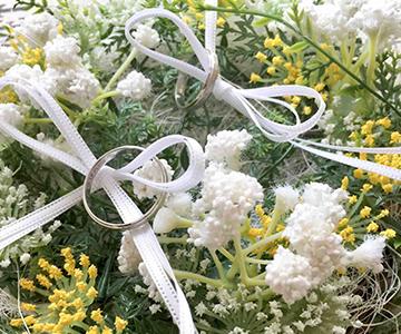リングピロー〔野花〕完成品|リングはリボンにかけてお使いください|結婚式演出の手作りアイテム専門店B.G.