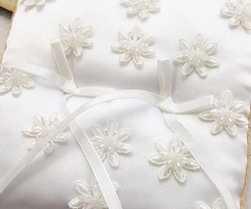 リングピロー〔スパンコール〕手作りキット|小花の上にもビーズがキラキラと光ります|結婚式演出の手作りアイテム専門店B.G.