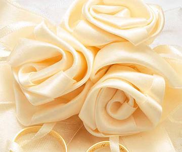 リングピロー〔スウィートローズ・サークル〕手作りキット|3つの巻きバラと大きなリボンのあしらい|結婚式演出の手作りアイテム専門店B.G.