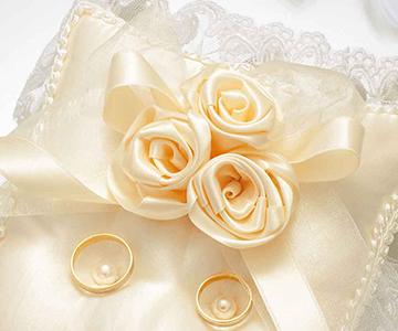 リングピロー〔スウィートローズ・スクエア〕手作りキット|シャンパンゴールドの3つの巻きバラ|結婚式演出の手作りアイテム専門店B.G.