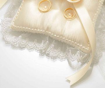 リングピロー〔スウィートローズ・スクエア〕手作りキット|エレガントなレース使い|シャンパンゴールドの3つの巻きバラ|結婚式演出の手作りアイテム専門店B.G.