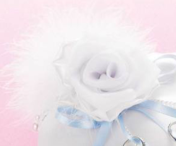 リングピロー〔モダン・ホワイトローズ〕手作りキット オーガンジーや羽根を使ったモチーフ 結婚式演出の手作りアイテム専門店B.G.