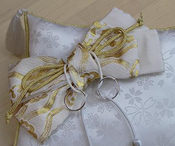 リングピロー〔和風スクエア〕完成品|着物の帯のようなリボン飾り|結婚式演出の手作りアイテム専門店B.G.